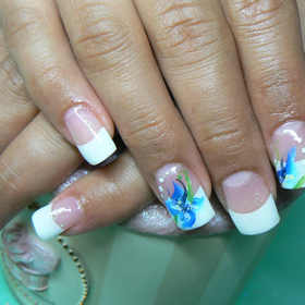 DESIGNED FRENCH MANICURE