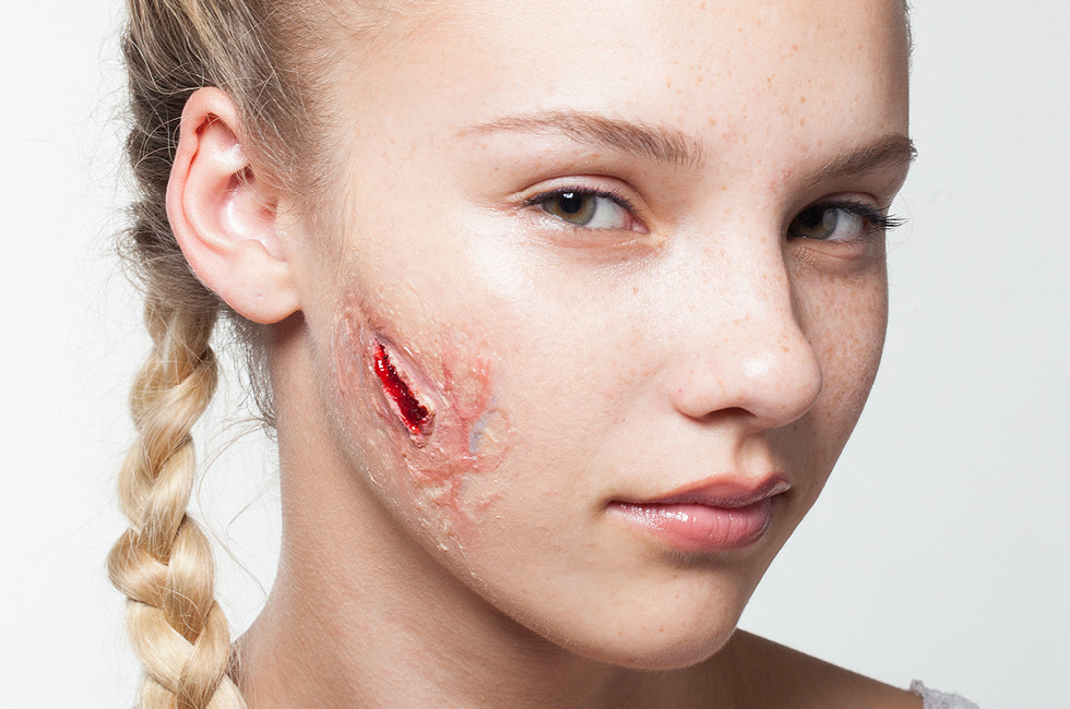HALLOWEEN MAKEUP EFFECTS: Quick and easy scar