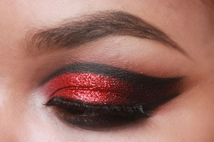 Blog: http://naturallyerratic.blogspot.com/2013/01/makeup-dramatic-valentines-day-with-red.html