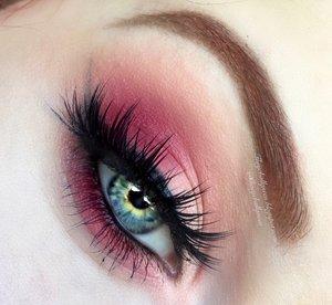 Gonna' make this short. Peaches & cream & oh red hair. http://theyeballqueen.blogspot.com/2016/07/peaches-cream-matte-wearable-smokey-eye.html