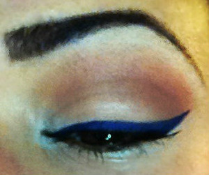 Kat Von D inspired look using Orange & brown shadows on the crease with a white highlight & blue liner!