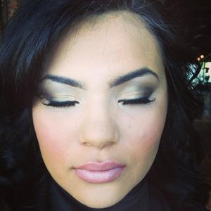 Makeup for prom!  Instagram.com/rileyyvalentine  Facebook.com/beautybyriley Youtube.com/Rileyvalentine