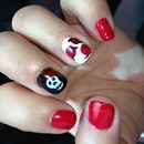 queen of hearts roses and skull with crown nails gel
