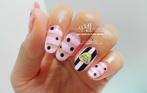 I made unique-style self nails one more like last time! How was it?? you like it?  It's not difficult to make nail art! You only should pay attention to draw a stripe on nails.  http://saranail.blogspot.kr/2014/03/saranail-pink-clear-stripe.html