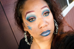 http://www.honeygirlsworld.com/1/post/2012/07/happy-4th-of-july-makeup-look-contest-entry.html