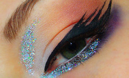 Glamorize with Glitter Eyes!