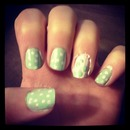 Mint nails with white polka-dots
