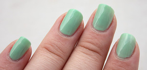 Maybelline Green Park - 2 coats  http://iloveprettycolours.blogspot.com/2012/01/couple-of-greens-and-blue.html
