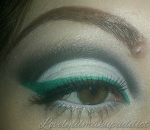 Cut crease, teal eyeliner. I used pigments mixed with eye drops :))