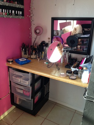 My own little space to create wonders! Everyone should have a creative space, for there inner artist.<33