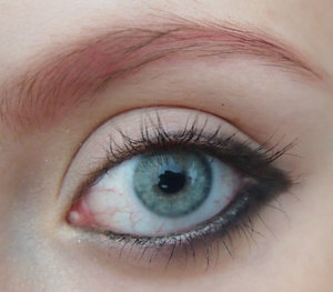 Here I was playing around with my eyeliner to play with my eyeshadow.