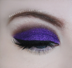 For the purple eyeshadow on the lid I used the darkest purple from the Sleek Circus Palette. It's the most gorgeous purple. Then I used a purple glitter on top of that.