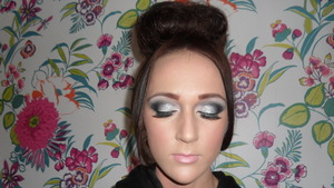 This is a look I done using the peaches and cream silver glitter. This look can also be mastered with a fine glitter in any colour of the clients choice. T