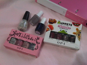"yaaaay! look what just came in the mail for me today! *squeee!* i'm so excited! :3 i couldn't find Mavala in #217 (New York) so i settled with Essie's ""Chinchilly"". the non-OPI ones are Essie (Midnight Cami) and China Glaze (Snow Globe) for Galaxy Nails."