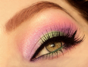 Green purple gradient look. Pic made in direct sunlight thats why the colors look a bit washed out, will upload a collage soon. For this look I used my 120 palette, nyx slide on pencils in purple blaze and esmeralda, lashes red cherry 76.