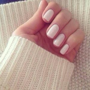 I've always loved white plain nails for some reason<3