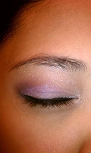 Purple shade eye shadow look