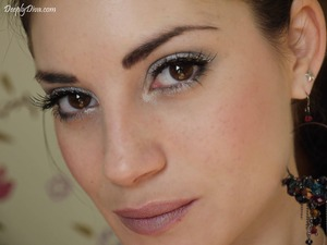 Siver eyes & sparkling eyelashes with natural lips.