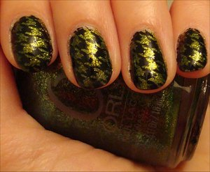 Green & Black Houndstooth Nails More photos here: http://www.swatchandlearn.com/nail-art-green-black-houndstooth-konadicure-using-orly-its-not-rocket-science-konad-image-plate-m63/
