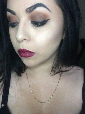 Warm brown shadow & deep cherry lips 💋