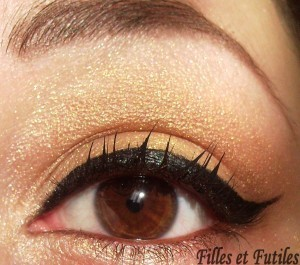 More on : http://www.fillesetfutiles.com/2011/10/make-up-shades-of-gold-and-berry-lips.html