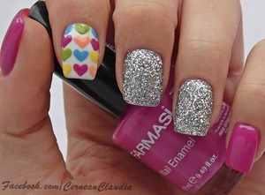 Tutorial on : http://claudiacernean.blogspot.ro/2014/02/unghii-cu-inimioare-hearts-nails.html