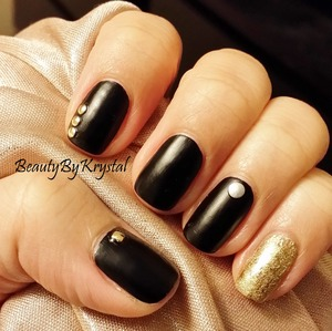 Using the Fing'rs Heavy Metal Nail Art Kit http://www.beautybykrystal.com/2014/02/fingrs-heavy-metal-extreme-nail-art-kit.html