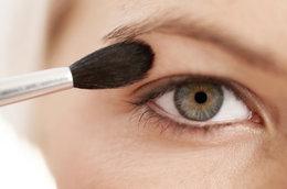 Tips and tricks for battling oily eyelids