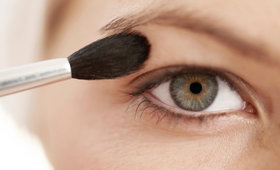 Tips and tricks for battling oily eyelids