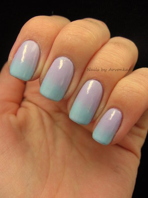 FOR MORE PHOTOS CLICK HERE: http://arvonka-nails.blogspot.sk/2012/10/fialovomodry-gradient.html