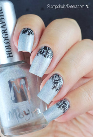 http://stampoholicsdiaries.com/2015/11/08/silver-nails-with-moyra-and-essence/