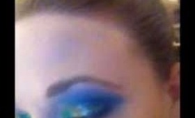 Rainbow glitter eyes, make-up trend for 2011!