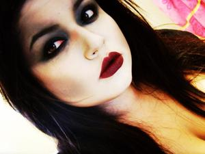 Halloween Makeup Look : Zombie Woman