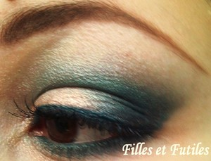More on : http://www.fillesetfutiles.com/2011/12/make-up-mac-glitter-and-ice.html