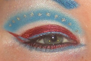 This was a Captain America inspired look a girl did and i loved it. If anyone knows her name please let me know because i want to give her credit but dont know her name (found it on pinterest)