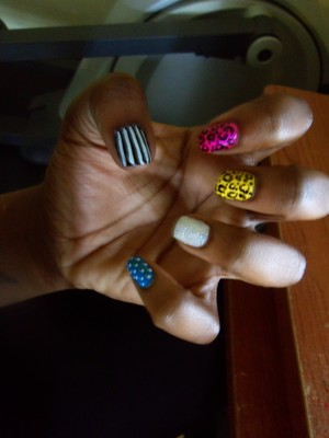 cheetah, glitter, stripes and polka dots :D sorry for the bad quality -__-