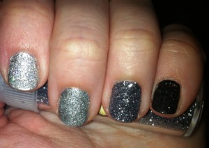 Happy new year beauties! My new year's eve mani is a glitter gradient, what's yours?