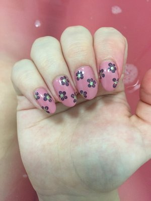 Some simple floral nail art. I'm going to try and get more adventurous and learn new techniques for my nails this year!