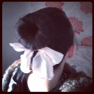 Decided to go for the girlie look at work yesterday with my bow and bun :)