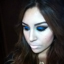 Nude lips, electric blue eyes