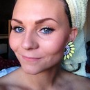 spring makeup with blue liner