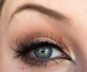 I ammmmm hyyyppppnotizing you with my eyyyyeessss. Actually not...but we can pretend...right?!  http://theyeballqueen.blogspot.com/2016/10/soft-golden-goddess-halloween-makeup.html