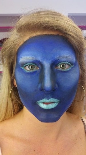 blue inspired face application using aqualcolors