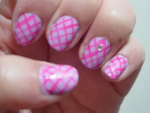 Sally Hansen Xtreme Wear in Lacey lilac 270 kiss nail art Paint in beach pink  rhine stone