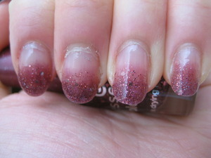 berry glitter gradient - Essence: Time for Romance