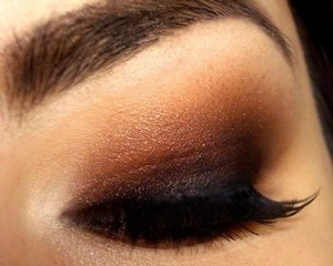 Dramatic smoky eyes with matte & pearl finish eyeshadows.