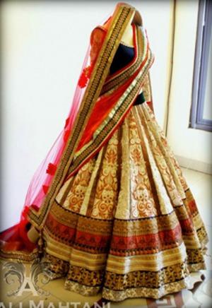 lehenga choli <3 traditional indian dress :) #bridalwear #indianbridalwear #lehengacholi #couture #anjalimahtani #gorgeous