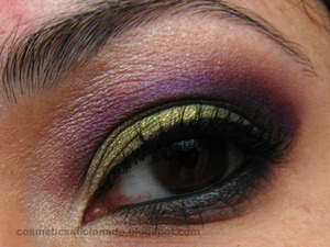 http://www.cosmeticsaficionado.com/2010/11/eye-of-day_23.html
