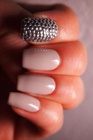"Essie ""Body Language"" + circle studs"