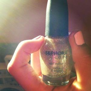 I pretty gold metallic polish with gold glitter. So pretty!  Looks like rain, dear.